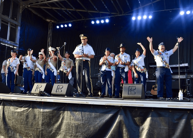 MAs on stage at Fiesta Fiesta-min